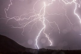 lightning-399853__180